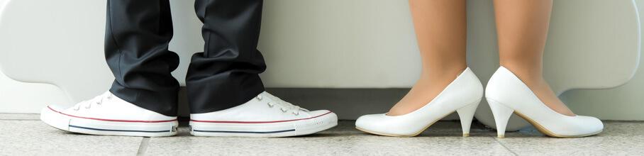 Die Schuhe der Braut und ihres Bruders.